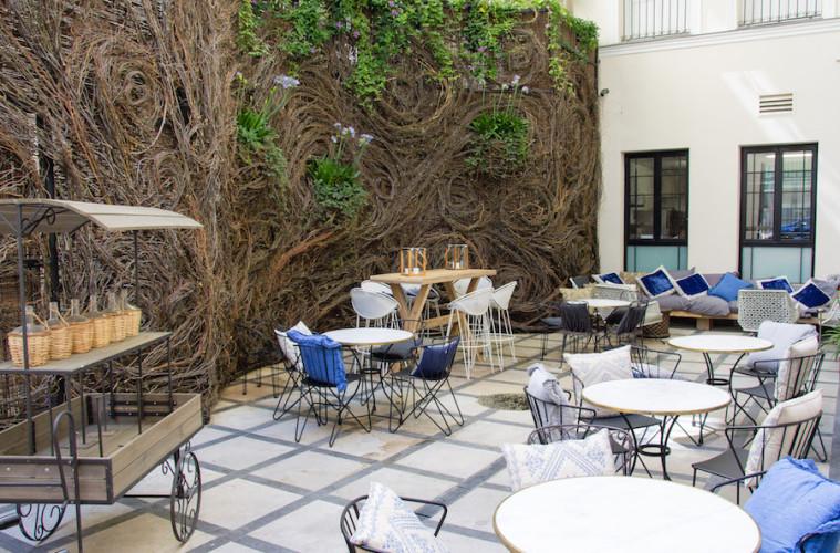 El patio terraza de verano en el only you hotel boutique for Only you hotel