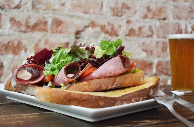 Sándwiches y cervezas artesanas en The Toast Tavern