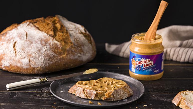 Capitán Maní Crujiente en tostada de pan