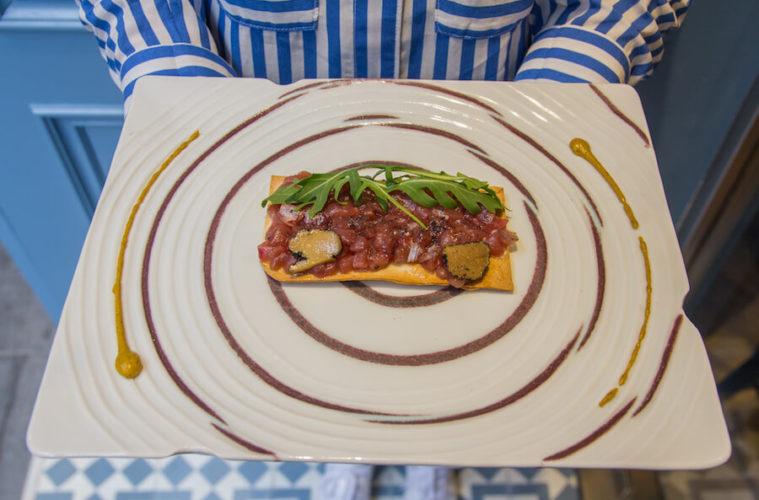 La Barra DeAtun Tosta de tartar con trufa y muselina de wasabi
