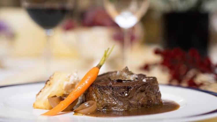 Las Raices del Wellington en el Hotel Wellington Plato de carne