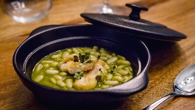 SKULL STREET FOOD Verdinas guisadas con cococha de bacalao