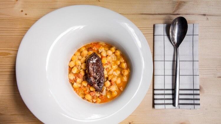 TABERNA LOS DELGADO Garbanzos con cositas del cocido Madrileño y foie gras B