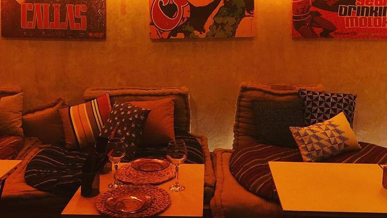 Artist Room Bar_ Mesas