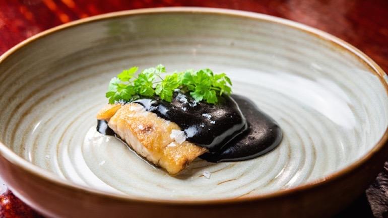 La Malaje, Cornvina asada con holandesa ahumada de tinta de calamar