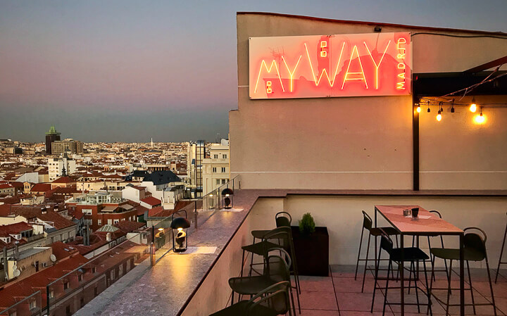 MY WAY SKY BAR luminoso