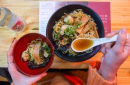 YOKALOKA ramen de pescado cn caldo de bonito, albóndigas de calamar y bacalao