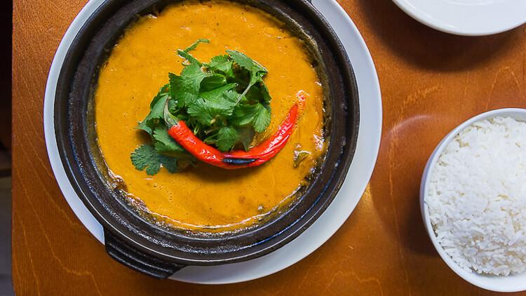 CHIFA Curry rojo de carrillada de vaca y leche de coco