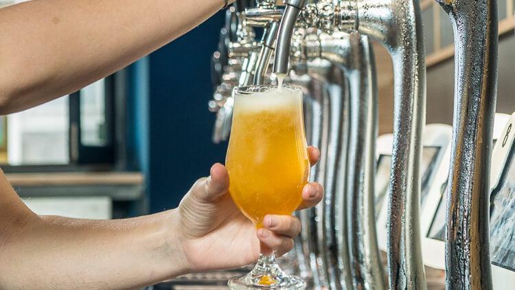 cervecerías artesanas con multitud de grifos