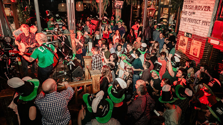 CELEBRA SAN PATRICIO EN THE IRISH ROVER